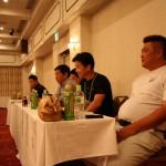 右から緊張気味の会長石丸さん、副会長岡村さん、村上さん。