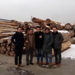 海外の木材も視察してきました。左から広島の松岡社長、岩手の橋本社長、私、プラスハウスの榊さん。