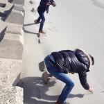 オッサンの砂浜遊び。(~_~)