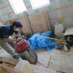 松岡大工さんも黙々と仕事をしていましたよ。