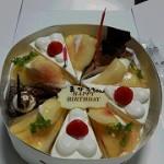 タイセイ恒例の ショートケーキを並べる バースデーケーキ♪