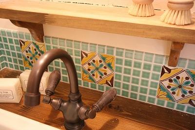 洗面台にお母さまのタイルをMIXさせました^^