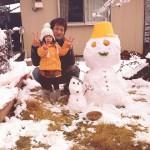 大きな雪だるまも一緒に記念撮影。