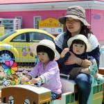 機関車にはお母さんと2人の娘。