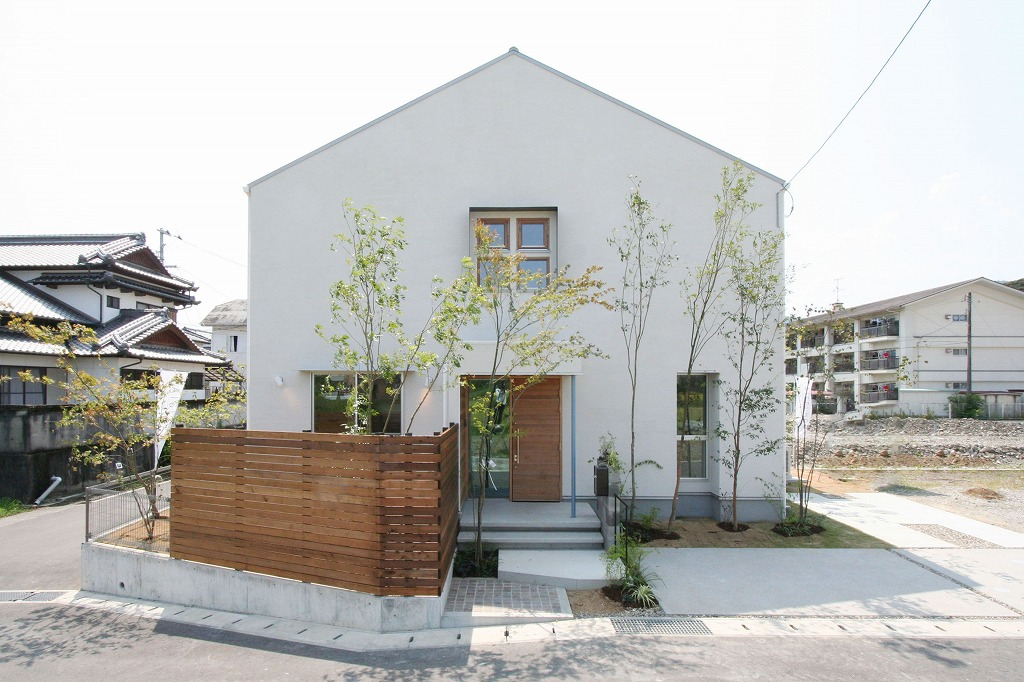 高知県土佐市蓮池に建つ三角屋根の北欧ハウス。自然素材を使ったデザイン住宅。高知市福井町でデザイン×超高性能×自然素材の新築一戸建て注文住宅を得意とするタイセイホームのオリジナルモデルハウスです。