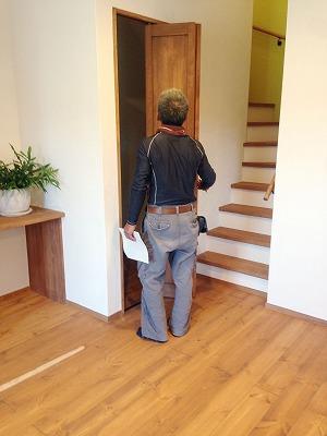 左官職人の田中さん。塗り壁施工は大得意です。