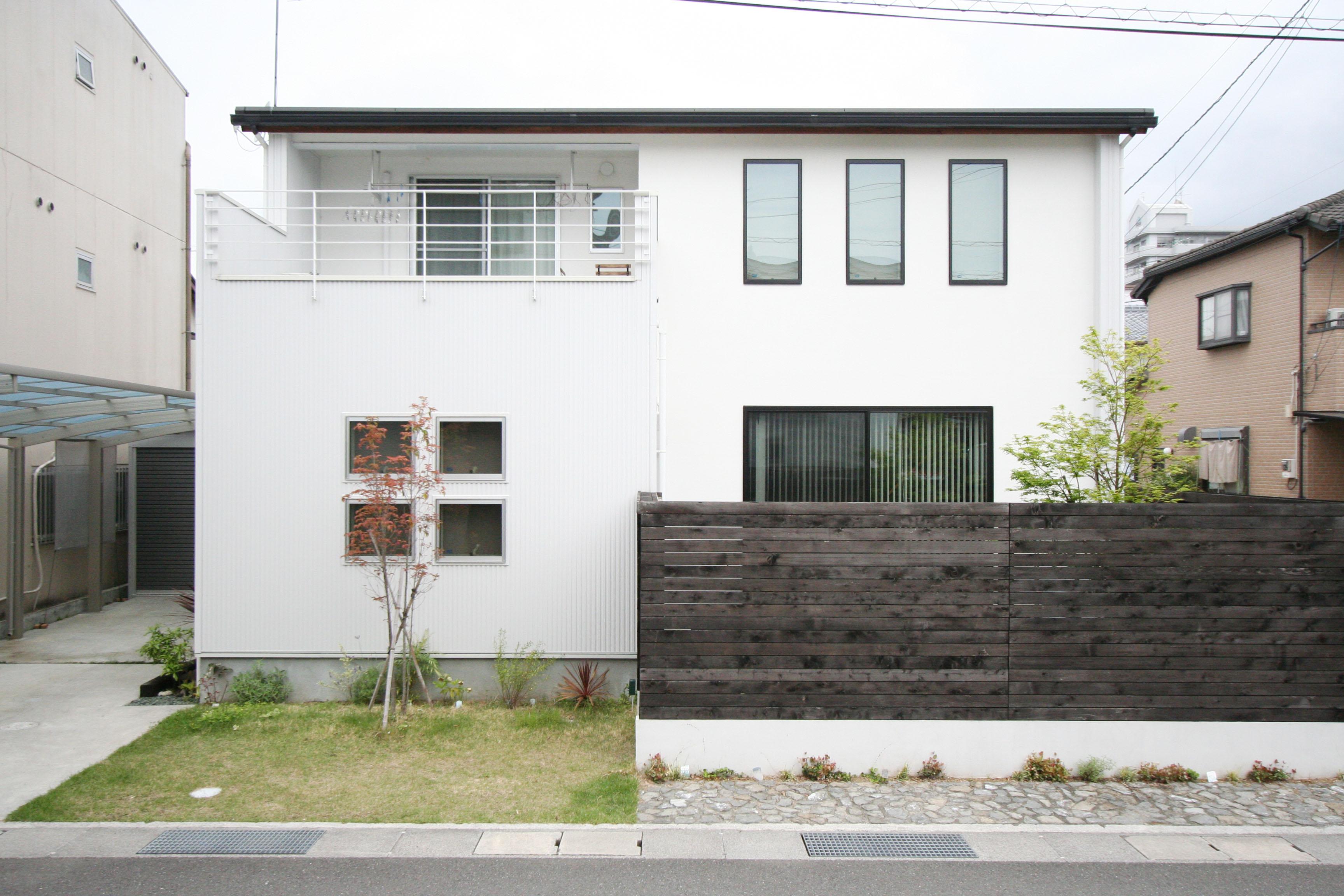 自然素材を使ったシンプルハウスが高知市縄手町に完成しました。