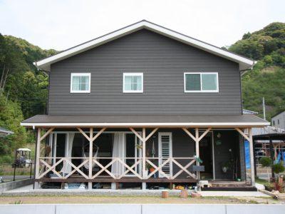サーフボードの似合うマリンハウスが、高知県黒潮町に完成しました。