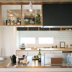 オープンスタイルの回遊式キッチンは、ホームパーティーを楽しめるフリースタイル。