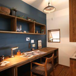 旦那さまのオシャレな書斎。大人な男空間で趣味に没頭できそう。