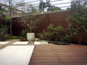高知市福井町のタイセイホームにはお庭のあるプライベートウッドデッキがあります。
