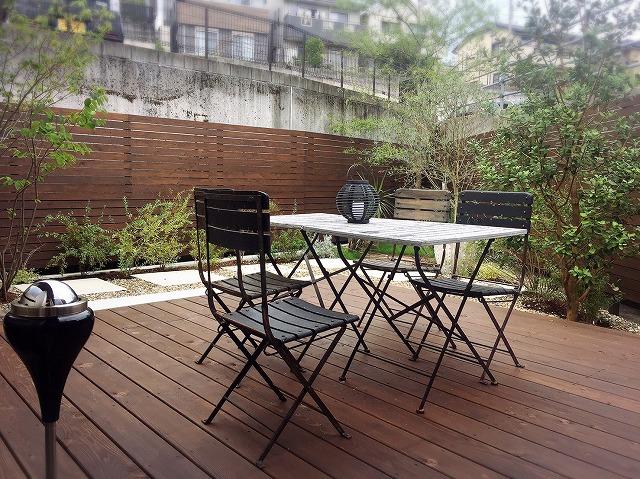 高知市福井町にある注文住宅会社、タイセイホームには、お庭が素敵な青空ウッドデッキがあります。
