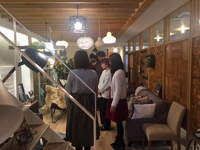 タイセイホームのインテリアショップ「イエのコト」に、アメリカの塗料の有名ブランド「ベンジャミンムーア」の取り扱いがあるため、おうちLABOさんが取材に来てくれました。