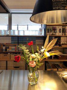 高知市福井町にあるタイセイホームのオシャレな事務所に、お花を生けました。