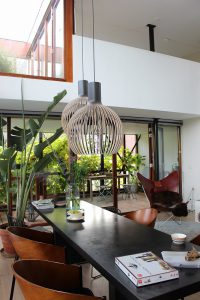 カーテンを閉めない暮らしができる、プライベートガーデンのある家づくりは、高知県のタイセイホームが得意です。